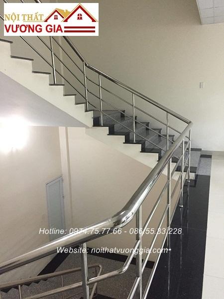cầu thang inox đơn giản nội thất vương gia