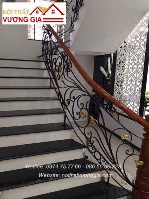 Cầu thang sắt tay vịn gỗ Lim
