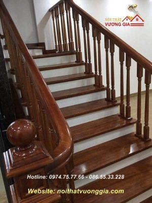Cầu thang gỗ cổ điển