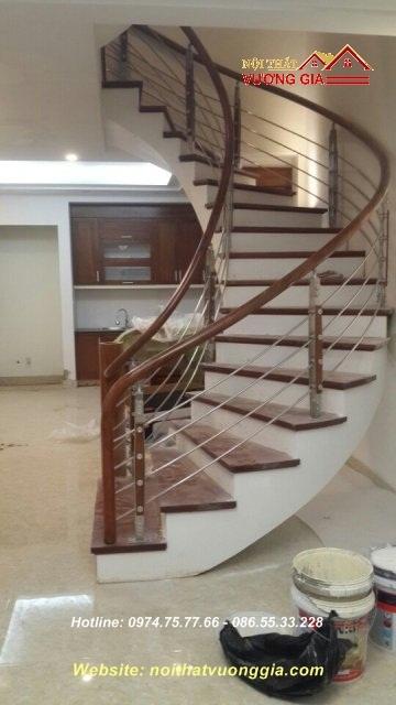 Cầu thang inox đơn giản-nội thất vương gia