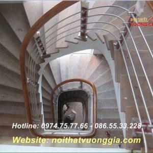Cầu thang inox tay vịn nhựa-nội thất vương gia