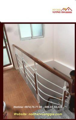 Thi công cầu thang sắt tay vịn gỗ Lim tại Vĩnh Tường