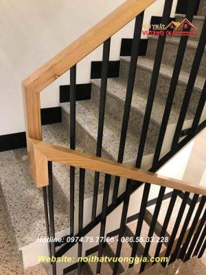 Báo giá cầu thang sắt tay vịn gỗ tại Vĩnh Phúc
