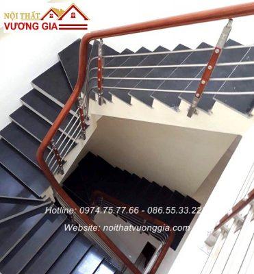 Cầu thang inox tay vịn gỗ cao cấp nội thất vương gia