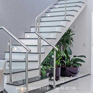 Cầu thang kính con tiện tay vịn inox cao cấp