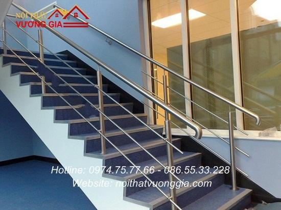Cầu thang inox hiện đại