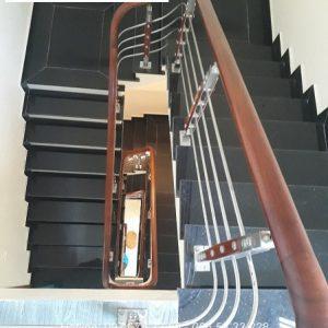 Cầu thang inox tay vịn gỗ đẹp