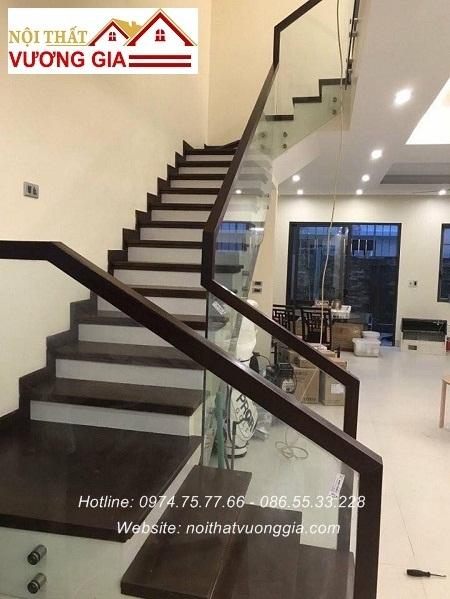 Cầu thang kính cường lực tại Thanh Trì Hà Nội