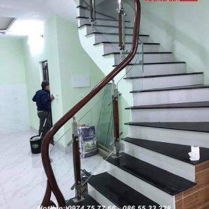 Cầu thang kính cường lực tại Ứng Hòa Hà Nội
