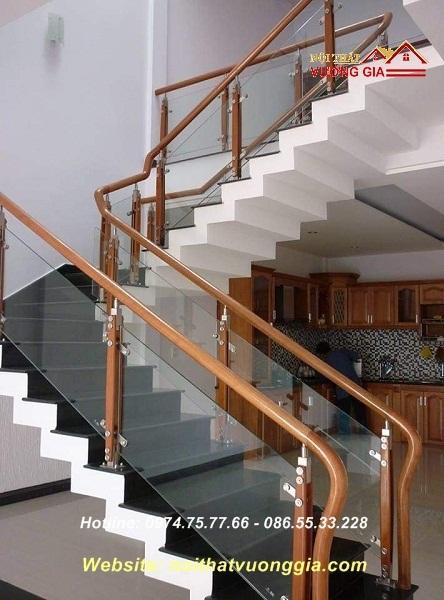 Cầu thang kính đẹp là lựa chọn hoàn hảo