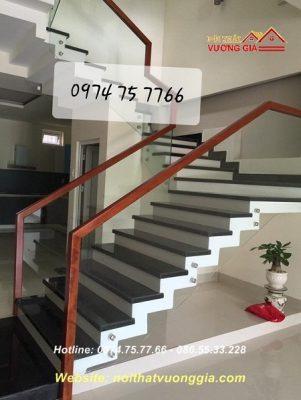 Cầu thang kính cường lực tại Đan Phượng Hà Nội