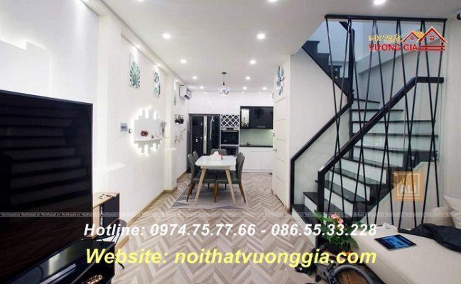 Cầu thang kính tay vịn màu đen đẹp tại Hà Nội
