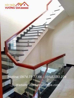 Cầu thang kính cường lực tại Lâm Thao Phú Thọ