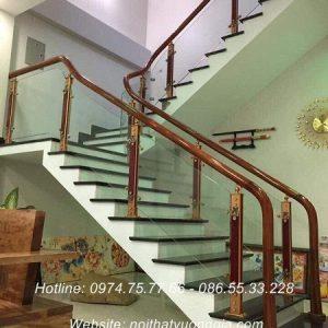 Cầu thang kính cường lực tại Thanh Sơn Phú Thọ