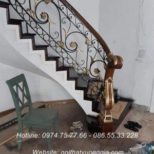 Cầu thang sắt tay vịn gỗ đẹp nhất rẻ nhất