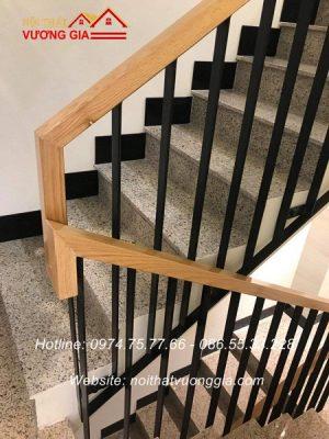 Thi công cầu thang sắt tay vịn gỗ tại gia lâm hà nội