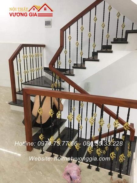 cầu thang sắt tay vịn gỗ tại việt trì phú thọ