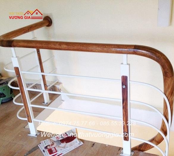 Thi công cầu thang sắt tay vịn gỗ lim tại Vĩnh Phúc