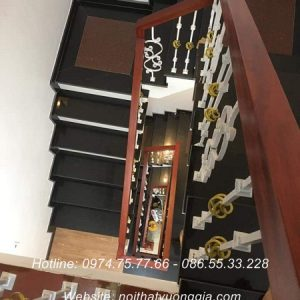 cầu thang sắt tay vịn gỗ tại cẩm khê phú thọ