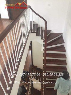 cầu thang sắt tay vịn gỗ tại phú thọ