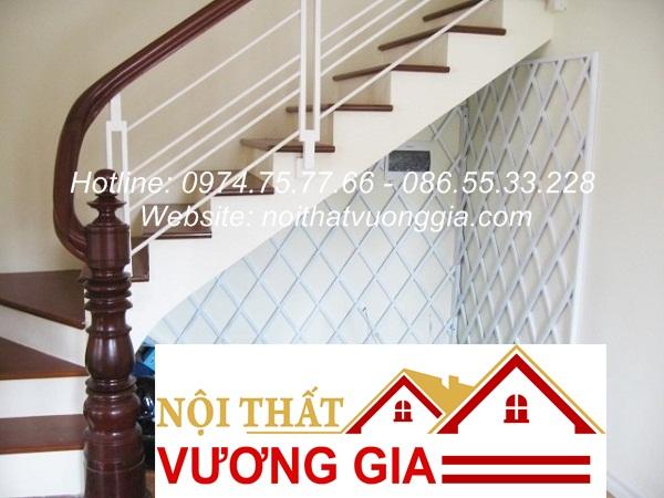 Cầu thang sắt tay vịn gỗ tại Đan Phượng Hà Nội