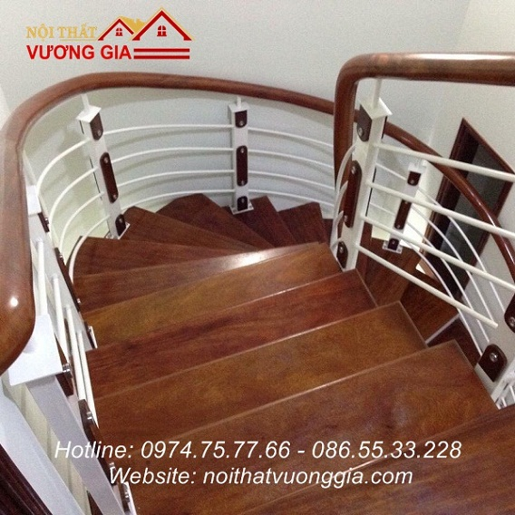Cầu thang sắt tay vịn gỗ tại Vĩnh Yên Vĩnh Phúc