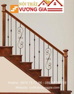 Cầu thang sắt tay vịn gỗ tại Hoài Đức Hà Nội