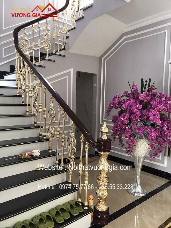Cầu thang nhôm đúc màu vàng K đẹp nhất