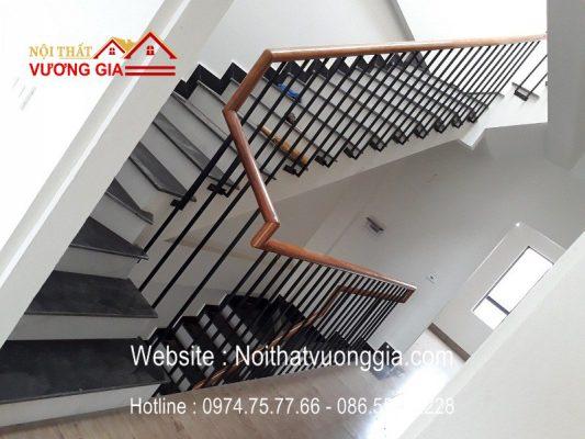 cầu thang sắt song song đơn giản tại Long Biên