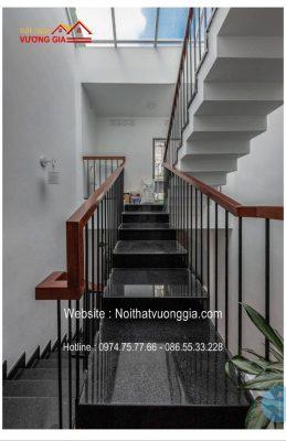Cầu thang sắt đơn giản tại Gia Lâm